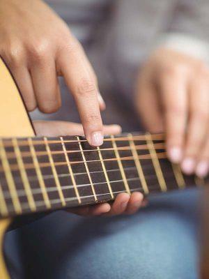 Finger und Gitarre